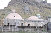 KARS VALİLİĞİ - Muradiye Hamamı Restore Ediliyor, Cuma Hamamı Kaderine Terk Edildi