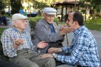 YÜZME - Başkan Altay, Parklardaki Vatandaşlar Ve Çocuklarla Bir Araya Geldi