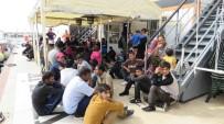 KAÇAK GÖÇMEN - Çanakkale'de 61 Kaçak Göçmen Yakalandı