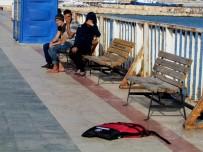 ALTıNKUM - Çeşme'de 53 Sığınmacı Son Anda Kurtarıldı
