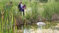 DUMLUPıNAR ÜNIVERSITESI - 4 Gündür Kayıp Olan Gencin Cesedi Gölette Bulundu
