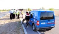 Otomobil Refüje Çarptı Açıklaması 3 Ölü, 2 Yaralı