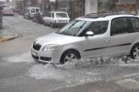 VİTRİN - 10 Dakikalık Yağış Hayatı Felç Etti