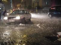 SAĞANAK YAĞIŞ - Aydın'da Sağanak Yağış Trafiği Dururdu