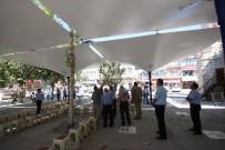 CENAZE NAMAZI - Beyşehir Belediyesi'nden Çarşı Camisi Meydanına 'Ters Şemsiye' Uygulaması