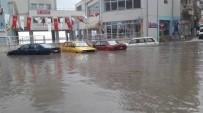 SAĞANAK YAĞIŞ - Demirci'de Sağanak Yağış Hayatı Olumsuz Etkiledi
