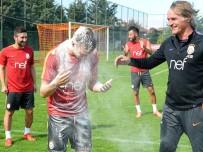 FLORYA - Galatasaray Antrenmanında Doğum Günü Sürprizi