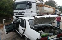 TAHKİKAT - Hafriyat Kamyonuyla Otomobil Çarpıştı Açıklaması 1 Ölü, 1 Ağır Yaralı