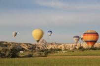 SAĞANAK YAĞIŞ - Kapadokya'da Balon Uçuşları İptal Edildi