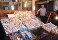 BALIK SEZONU - Tezgahlar Balıkla Doldu, Fiyatlar Yarı Yarıya Düştü