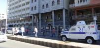 ZIRHLI ARAÇLAR - Polis, Sur Belediyesi Önünde Kuş Uçurtmuyor