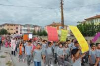 Sorgun'da Minik Öğrenciler Demokrasi Şehitleri İçin Yürüdü