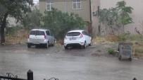 YILDIRIM DÜŞMESİ - Yağmur Etkili Oldu, Eve Yıldırım Düştü