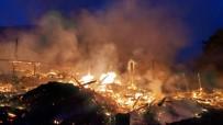 BÜYÜKBAŞ HAYVAN - Yangın Bir Köyü Yok Etti !