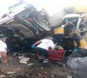 AFYON KOCATEPE ÜNIVERSITESI - Afyonkarahisar'da Korkunç Kaza Açıklaması 3 Ölü, 5 Yaralı