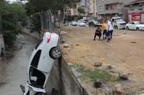 MEHMET CAN - Ataşehir'de Otomobil Dereye Uçtu