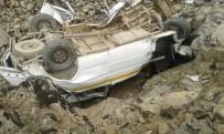 MİNİBÜS KAZASI - Bingöl'de Trafik Kazası: 4 Ölü, 12 Yaralı