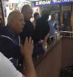 MAHSUR KALDI - Çılgına Dönen Esnaflar, Ekipler Gelmeden Başkanı Göndermedi