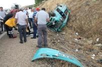 MİNİBÜS KAZASI - Minibüs kazası: 2 hemşire öldü, 12 kişi yaralandı