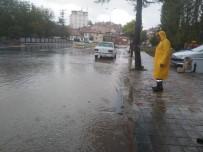 YENIDOĞAN - Hisarcık'ta Sağanak Yağış Hayatı Olumsuz Etkiledi