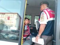 KURAL İHLALİ - Jandarma Servis Araçlarını Denetledi