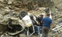 MİNİBÜS KAZASI - Köy minibüsü şarampole devrildi: 4 ölü, 12 yaralı
