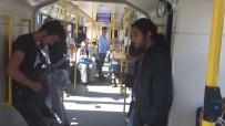 ULUDAĞ ÜNIVERSITESI - Metroda Yolcuları Şaşkına Uğratan Konser