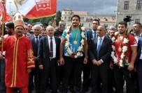 CUMHURİYET ALTINI - Olimpiyat Şampiyonu Taha Akgül'e Memleketi Sivas'ta Coşkulu Karşılama