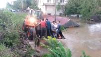 KÖY YOLLARI - Trabzon Ve Giresun'da Şiddetli Yağış