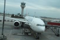 CHICAGO - Uçağa Bagaj Yükleme Aracı Çarptı