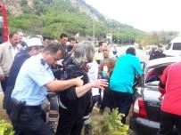 KıRıM - Çanakkale'de Tur Otobüsüyle Otomobil Çarpıştı Açıklaması 3 Yaralı