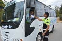 EMNIYET KEMERI - Niksar Polisi Öğrenci Servislerini Denetledi