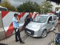PARA CEZASI - Yanlış Park Edilen Araçlar Otoparka Çekildi
