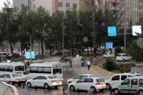DOLU YAĞIŞI - Adıyaman'da, Şiddetli Yağmur Ve Dolu Yağışı