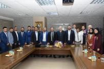 NEVZAT DOĞAN - Başkan Doğan, AK Parti İzmit Gençlik Kollarını Ağırladı