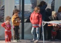 Dikili Açıklarında 176 Göçmen Son Anda Kurtarıldı