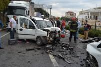 NECATI ÇELIK - İki Otomobil Kafa Kafaya Çarpıştı Açıklaması 3 Yaralı