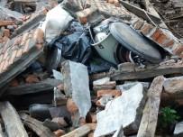 SEL AFETI - Kastamonu'da Evi Yıkılan Aile Yardım Bekliyor