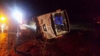 İLK YARDIM - Midibüs devrildi: 2 ölü, 7 yaralı