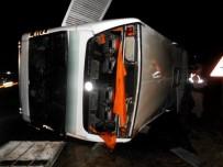 PAZARÖREN - Yolcu Otobüsü Devrildi Açıklaması 15 Yaralı