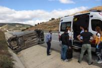 DİKKATSİZLİK - Yoldan Çıkan Otomobil Devrildi Açıklaması 3 Yaralı