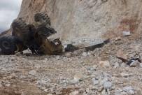 CEMAL ŞAHIN - Çankırı'da İş Makinesi Uçuruma Yuvarlandı Açıklaması 1 Ölü, 1 Yaralı