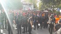 TEZAHÜRAT - G.Saraylı Taraftarlar Taksim'de Toplandı
