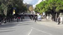 TEZAHÜRAT - Galatasaraylı Taraftarlar Taksim'de Toplandı