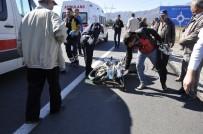 Motosiklet Ticari Araca Çarptı Açıklaması 2 Yaralı