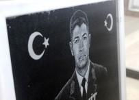 ÖZEL KUVVETLER - Ömer Halisdemir'in Resmini Granit Mermere İşledi