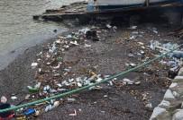 YAĞMUR SUYU - Şiddetli Yağış Sonrası Liman Çöple Doldu