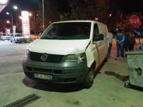 BENZİN İSTASYONU - Benzin İstasyonu Önünde Korkutan Kaza