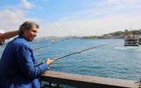 BALIK TUTMAK - Galata Köprüsü'nde Balık Tutma Yarışı Renkli Görüntülere Sahne Oldu
