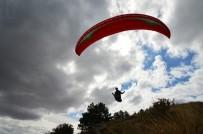 PARAŞÜTÇÜ - Yamaç Paraşütçüleri Gökyüzünü Süsledi